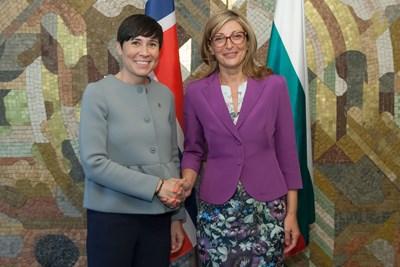 Екатерина Захариева и Ине Сьорайде СНИМКА: пресцентър на МВнР