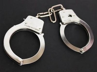 Арестуваха син, заканил се да убие майка си