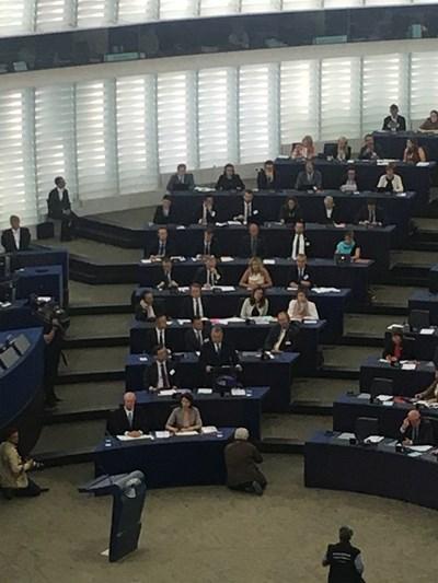 Орбан (на втория ред на предна линия) говори в момента пред евродепутатите СНИМКИ: Кристина Кръстева СНИМКА: Кристина Кръстева