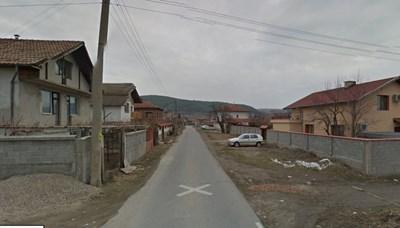 78b07cb0cdb Крадена кола се вряза в магазин край Кочериново - 24chasa.bg