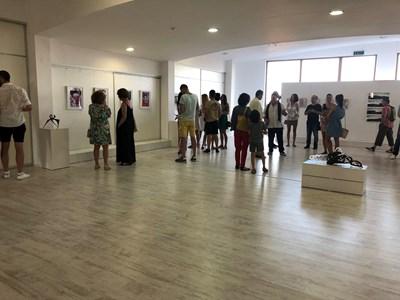 Галерията в Историческия музей в Царево събра десетки произведения на известни художници СНИМКИ: Димчо Райков