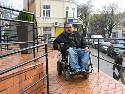 Петър Кичашки 22 пъти печели битки в полза на хората с увреждания. СНИМКА: АВТОРЪТ