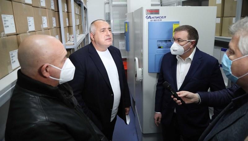 министър-председателят Бойко Борисов по време на посещението си днес в Центъра по заразни и паразитни болести, където се помещава и БулБИО