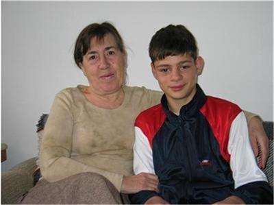 Марио с директорката на дома Емилия Григорова. Снимка: Архив