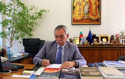 Проф.Христо Бонджолов подписа заповед за присъствено обучение