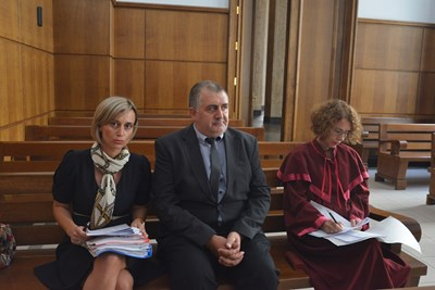 Чавдар Георгиев с адвокатката си Йорданка Бекирска в съда СНИМКА: Йордан Симeонов