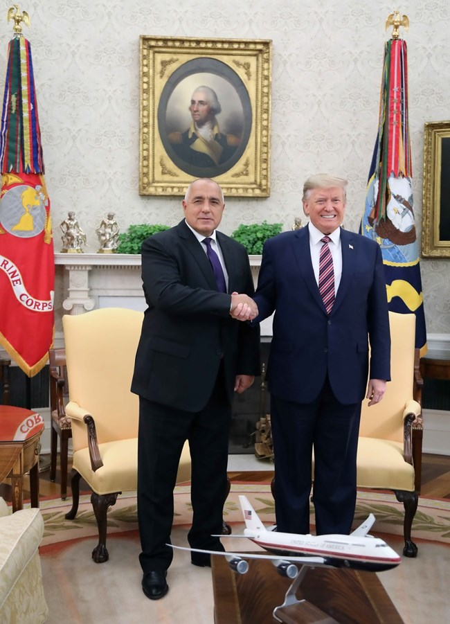 След 2 часа с Тръмп, Борисов получи обещание за падане на визите и повече газ, даде натовски център във Варна (Обзор, видео, снимки)