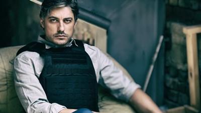 """Владо Карамазов играе главната роля в """"Дяволското гърло""""."""
