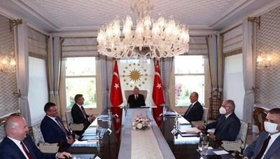 Ердоган прие лидера на ДПС на закрита за медиите среща в бивш султански дворец в Истанбул.  СНИМКА: ДПС