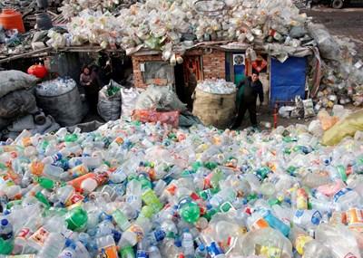 Земята е замърсена с 6,3 млрд. тона пластмасови отпадъци. СНИМКА: РОЙТЕРС