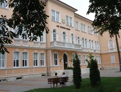 Врачанското училище, в което почина 13-годишната ученичка СНИМКА: Архив