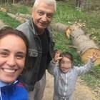 Радина, Деян и синът им се срещнаха на Витоша с бащата на актрисата (Снимки)