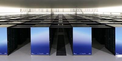 На най-бързия в света суперкомпютър Fugako бяха проведени симулации как хората могат да се предпазят от вируса и да се възстанови нормалната дейност в училища, университети, офиси, институции, ресторанти и др.