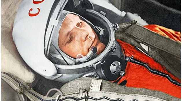 """Разсекретени документи: Юрий Гагарин получава 15 000 рубли, апартамент и """"Волга"""" за полета си в Космоса"""