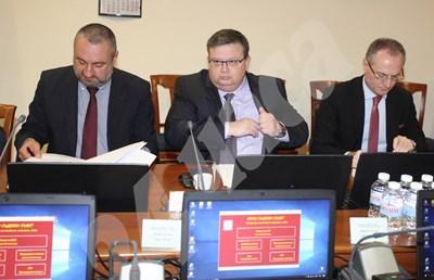 Ясен Тодоров, Сотир Цацаров и Лозан Панов на заседание на Висшия съдебен съвет. СНИМКА: 24 часа