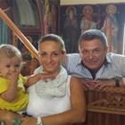 Малкият Боян с майка си Ивета и баща си по време на кръщенето му, което родителите му направиха в Гърция  СНИМКИ: АРХИВ