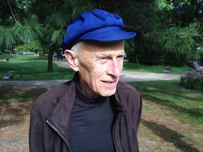 Ето така изглежда журналистът Владимир Костов на 85 г. в Париж.