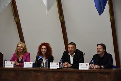 Кметът Атанас Камбитов и шефът на БГ Радио обясниха защо тази година връчването на годишните награди ще е в Пловдив.