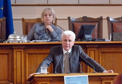 Преди да падне от власт, Бисеров бе зам.-председател на Народното събрание.