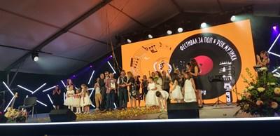 Вицепремиерът Марияна Николова връчи голямата награда в конкурса.