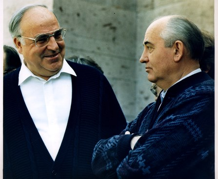Тепърва ще се изяснява каква е била истинската цел на Горбачов и защо му е бил необходим ужасяващия преход.