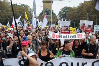 Протестите в Хага Снимки: Ройтерс