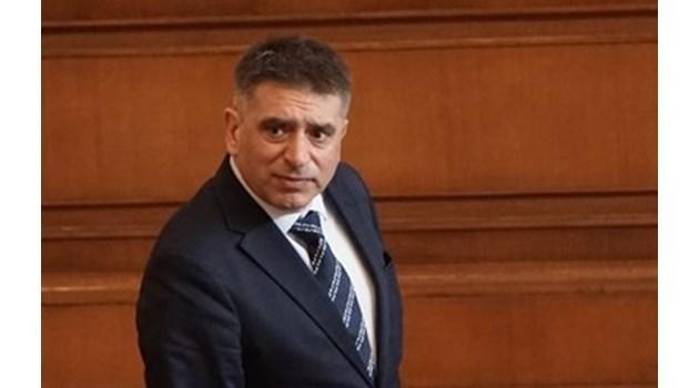 Данаил Кирилов освобождава шефа на затворите до 3 часа
