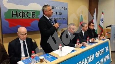 Заместникът на Симеонов - Касабов (в средата) отвърна на удара. СНИМКА: 24 часа