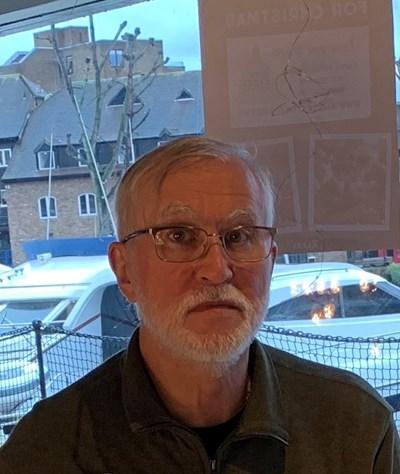 ПЕТЪР НИКОЛОВ ТОМОВ, дългогодишен журналист в България, в момента живее в Сарасота, Флорида, САЩ