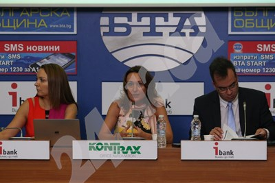 """Изпълнителният директор на """"Техем"""" Милена Стоянова (в средата) даде пресконференция за сметките за парно за зимата"""