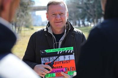 """Продуцентът на """"Откраднат живот"""" Евтим Милошев режисира финалните сцени. СНИМКА: КИРИЛ СТАНОЕВ"""