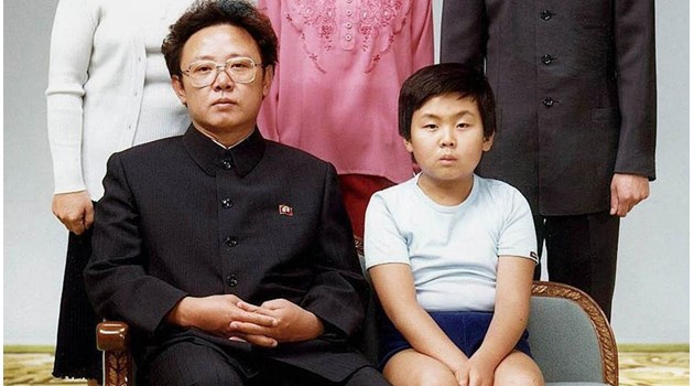 Как се отглежда диктатор: Малкият Ким Чен Ун на 7 г. кара свой автомобил, на 11 г. носи пистолет