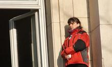 Физиотерапевтката, която излезе на перваза на парламента: Сега всички лекари са на първа линия!