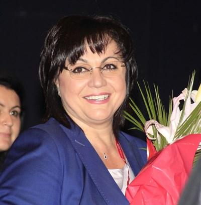 С процедурни хватки и след днес Нинова най-вероятно ще продължи да е лидер на БСП поне още 1 г. СНИМКА: Дeсислава Кулeлиeва