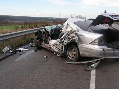 Мъж от София загина след челен удар във Врачанско