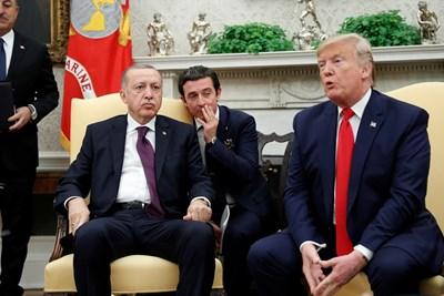Доналд Тръмп и Реджеп Ердоган разговарят в Белия дом.