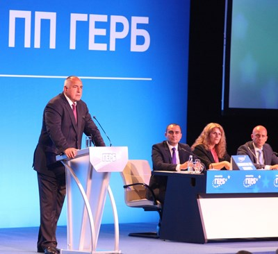 Борисов държи реч от сцената на една от последните конференции на ГЕРБ. СНИМКА: Николай Литов