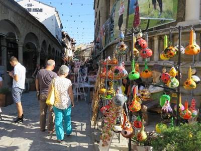Чаршията е привлекателно място за туристи и търновци