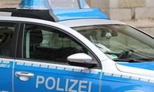 Кола се вряза в портала на канцлерството на Германия (Обновена+видео)