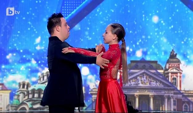 """Наско и Алис танцуват в """"България търси талант""""."""
