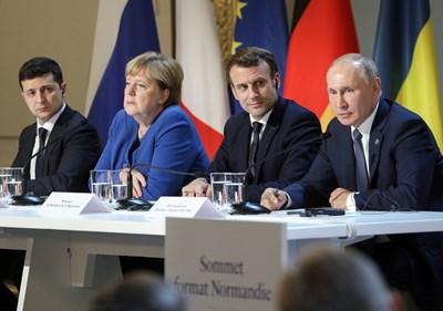 Четиримата лидери говорят на заключителната пресконференция в Париж. СНИМКА: РОЙТЕРС