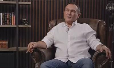 Васил Божков в Дубай с пура и череп на заден план Кадър: Фейсбук