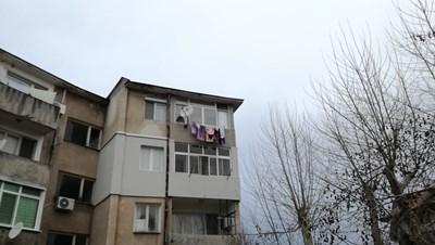 Блокът, в който е намерено момиченцето СНИМКА: Ненко Станев