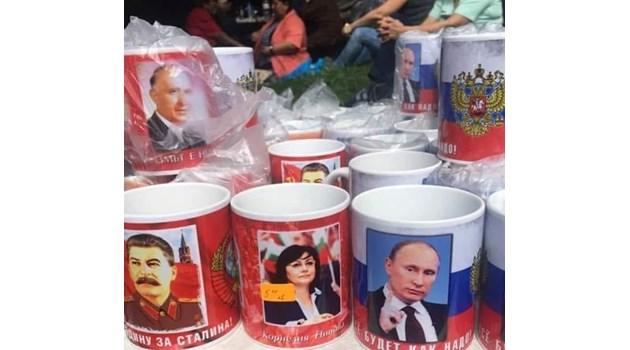 Сувенирите на събора на Бузлуджа показват, че тея искат да сменят системата с диктатура