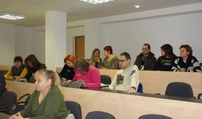 Несебърлии слушат параметрите на бюджета по време на обществените обсъждания.