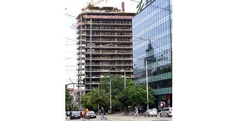 """Строежът на небостъргача на площад """"Македония"""" бе спрян."""