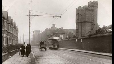 """Замъкът """"Болейн"""" остана до стадиона чак до 1955 година, преди да бъде разрушен и да бъде направена улица."""