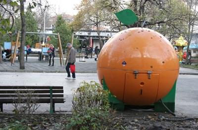 Въпросният павилион във вид на портокал и още няколко атракциона ще бъдат изчистени от парка.