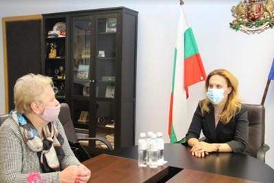 Вицепремиерът и министър на туризма Марияна Николова проведе работна среща с председателя на Камарата на минералните води в България Цвети Лукарска СНИМКА: Министерството на туризма