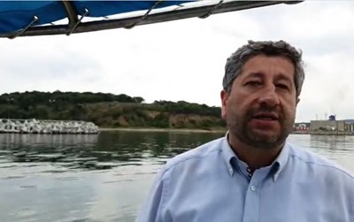 Христо Иванов говори от лодката Кадри: Фейсбук